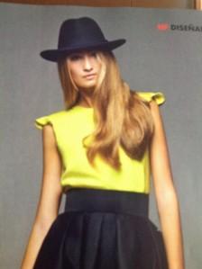 Sombrero de complemento y falda mas larga